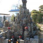 浄楽寺の石塔。いわれはわかりませんが観音様や御地蔵様が多数あり、目をひきます。