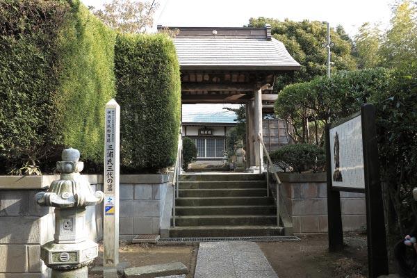 清雲寺山門。