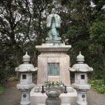 霊光寺の日蓮聖人像。