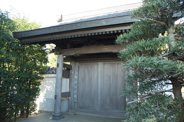 本瑞寺山門。江戸、享保年間の建立です。