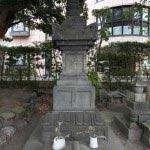畠山重忠の墓塔。室町時代の1393年(明徳4年)につくられたもので、高さ3.4mという大型の宝篋印塔です。