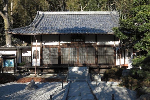 満願寺本堂。正面から。