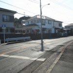 見桃寺。三崎の中心から相模湾側にいくと、海沿いの道に赤い旗が立っていますので、そこを入ります。
