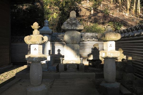 満願寺、伝佐原義連廟所。伝説の勇者が眠ります。