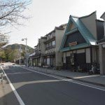 鶴岡八幡宮三ノ鳥居、横大路、若宮大路の交差する辺りに北条泰時の屋敷があったといわれています。