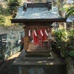 海南神社境内の御霊神社。鎌倉長谷の御霊神社に祀られる鎌倉権五郎景政を祀ります。武勇の誉れ高い景政は源義家とともに後三年の役を戦いました。その際の三浦為継との逸話は有名です。
