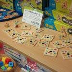 ネズミのかくれんぼゲーム/¥2,400(税抜)。カードには同じ色のネズミが2匹ずつ描かれていますが、その中にいる一匹だけ仲間がいないネズミを探します。
