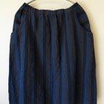 会津木綿のラウンドポケットスカート1(ヤンマ産業)/13,500円(税別)。両サイドの大きなポケットがポイントです。