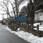 和田義盛旧里碑。「和田」信号を測道へと入る、暫くあるくと見えてきます。かつてこの一帯は和田義盛の屋敷であったといわれています。
