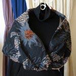スヌード(CHIHARU UNAKAMI)/15,000円(税別)。プリント生地を活かし、随所に刺繍が施されています。