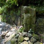 朝比奈切通し。おそらく江戸時代あたりに設置されたであろう石像。道中の安全を祈ります。