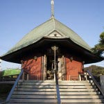 鎌倉の七福神めぐり。本覚寺の境内には夷堂があり、ここに恵比寿様が安置されています。