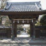安国論寺から県道311号線に戻り、名越踏切を渡ってすぐ右手に長勝寺があります。日蓮が鎌倉に入って最初に結んだ草庵、松葉ヶ谷草庵の地とされている3か所のうちの一つです。