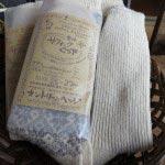 サフォークウールの靴下(はらっぱ工房)/1,400円(税別)。弾力性があり、空気を含んだ柔らかい肌触りとじんわりと優しい温かさが特長です。