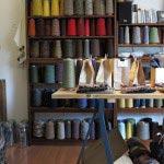 木木の店内。見ているだけで豊かな気分になる糸たち。素材の魅力を実感します。