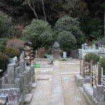 妙本寺境内左手奥には源頼朝最後の血族、竹御前(源鞠子または媄子=よしこ)の墓があります。