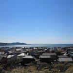 長谷寺から春の鎌倉の海を望みます。