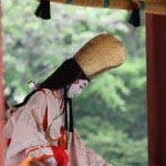 鎌倉まつり、静の舞。一礼し舞が始まります。撮影協力:鎌倉市観光協会
