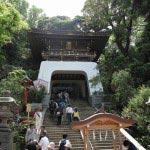 江島神社の瑞心門。ここから急な上り階段「男坂」が始まります。