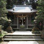 江ノ島神社の末社、八坂神社。牛頭天王の化身、健速須佐之男命を祀ります。毎年7月14日に近い日曜日に行われる天王祭は有名。