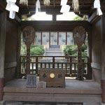 江島神社、奥津宮。本殿をのぞみます。