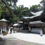 江島神社、辺津宮(へつのみや)と、奥に泰安殿(弁天堂)。