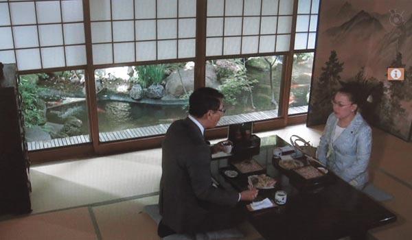 <4>中井貴一(長倉和平)と柴田理恵(伊佐山市長)が食事する場所。おそらく、東京はつきじの料亭、治作。