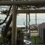 由比ヶ浜・御嶽神社からは由比ヶ浜をみることができます。