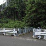 大谷戸橋。写真左手方面に進むとバス停です。途中には本圓寺があります。
