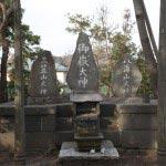 由比ヶ浜・御嶽神社の主祭神、中央に御嶽大神、左に三笠山大神、右に八海山大神。