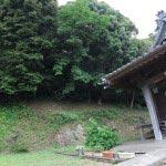 瀧不動堂の一帯は「葉山町指定重要文化財 天然記念物」です。葉っぱ一枚つくることのできない我々人間ですから、せめて自然を大切にしたいものです。