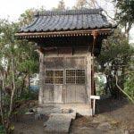 由比ヶ浜・御嶽神社の大太刀稲荷神社。