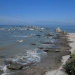 森戸大明神境内の左手(西方)にある浜。鎌倉幕府の公式記録『吾妻鏡』などに記されている杜戸(森戸)の浜はここです。三浦半島を治めた三浦一族の騎馬練習場や将軍遊覧時の笠懸などはここで行われたそうです。