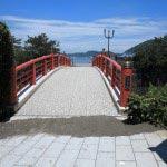 森戸大明神鳥居の前、右手に進むとみぞぎ橋があります。ここが七瀬祓の霊所であった名残です。