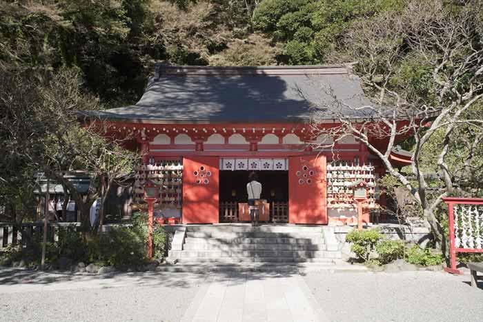荏柄天神社の拝殿。この奥に本殿があります。