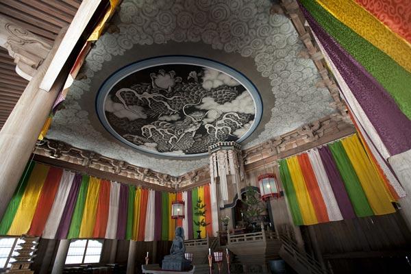 建長寺、法堂の内部。