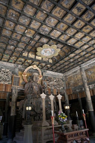 建長寺仏殿、内部。