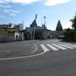 JR東逗子駅を降りたら右方向に進みます。(撮影者の立っている方向)