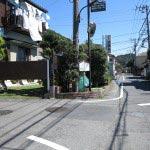 法勝寺手前のこの道を左にいきます。法勝寺は源義朝の沼浜邸跡といわれています。