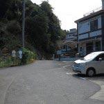 逗子中学校を過ぎると老人ホームがみえてきます。通りから300m程度です。