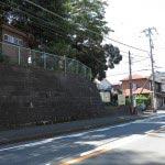 五霊神社は逗子駅から横須賀の船越や逗子インターへと向かう県道27号線沿いにあります。