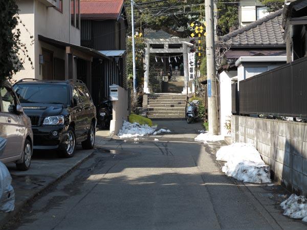 普段の御霊神社門前。