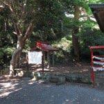 三浦十二天(十二所神社)境内右手には説明板と階段があります。