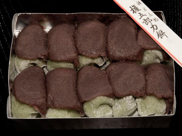 300年の老舗、坂ノ下の力餅家さんの名物「権五郎力餅」。春になると並ぶヨモギ入りの力餅。これが春の楽しみ。