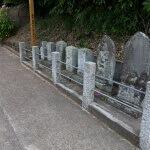白山神社の参道ある石塔群。一番手前が鎌倉市有形民族文化財の庚申塔。