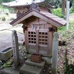 白山神社の子守神社。真新しい造りです。