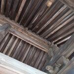 龍寳寺山門の屋根部分。江戸元禄のものだそうです。見事な茅葺きの山門。