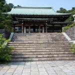 龍寳寺本堂。参道の広さが身分の高い人が訪れたことを感じさせます。きっと籠が横になっても通れるようにでしょう。