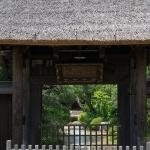 常楽寺の山門。17世紀の建立といいます。鎌倉市の指定文化財。