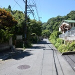 巡礼古道。報国寺を過ぎたら1分とたたずに巡礼古道の入口が左手にみえてきます。